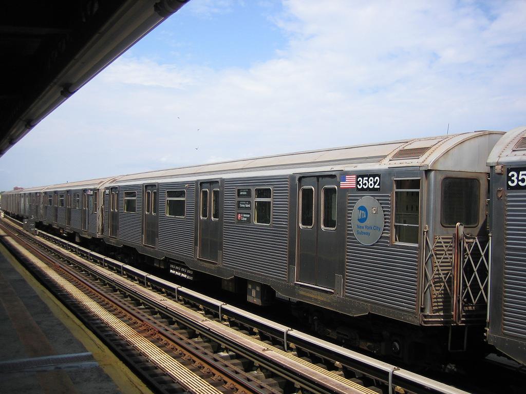 (130k, 1024x768)<br><b>Country:</b> United States<br><b>City:</b> New York<br><b>System:</b> New York City Transit<br><b>Line:</b> BMT Culver Line<br><b>Location:</b> Avenue X <br><b>Route:</b> F<br><b>Car:</b> R-32 (Budd, 1964)  3582 <br><b>Photo by:</b> Michael Hodurski<br><b>Date:</b> 8/19/2006<br><b>Viewed (this week/total):</b> 0 / 2123