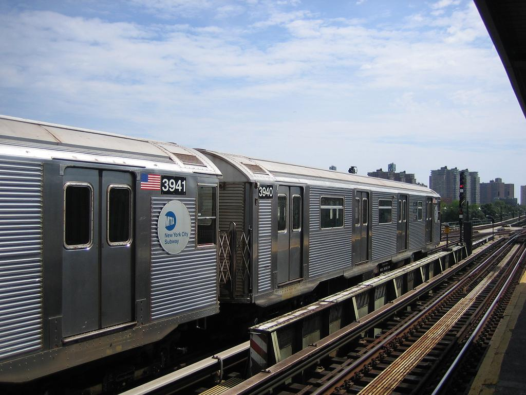 (133k, 1024x768)<br><b>Country:</b> United States<br><b>City:</b> New York<br><b>System:</b> New York City Transit<br><b>Line:</b> BMT Culver Line<br><b>Location:</b> Avenue X <br><b>Route:</b> F<br><b>Car:</b> R-32 (Budd, 1964)  3940 <br><b>Photo by:</b> Michael Hodurski<br><b>Date:</b> 8/19/2006<br><b>Viewed (this week/total):</b> 1 / 1593