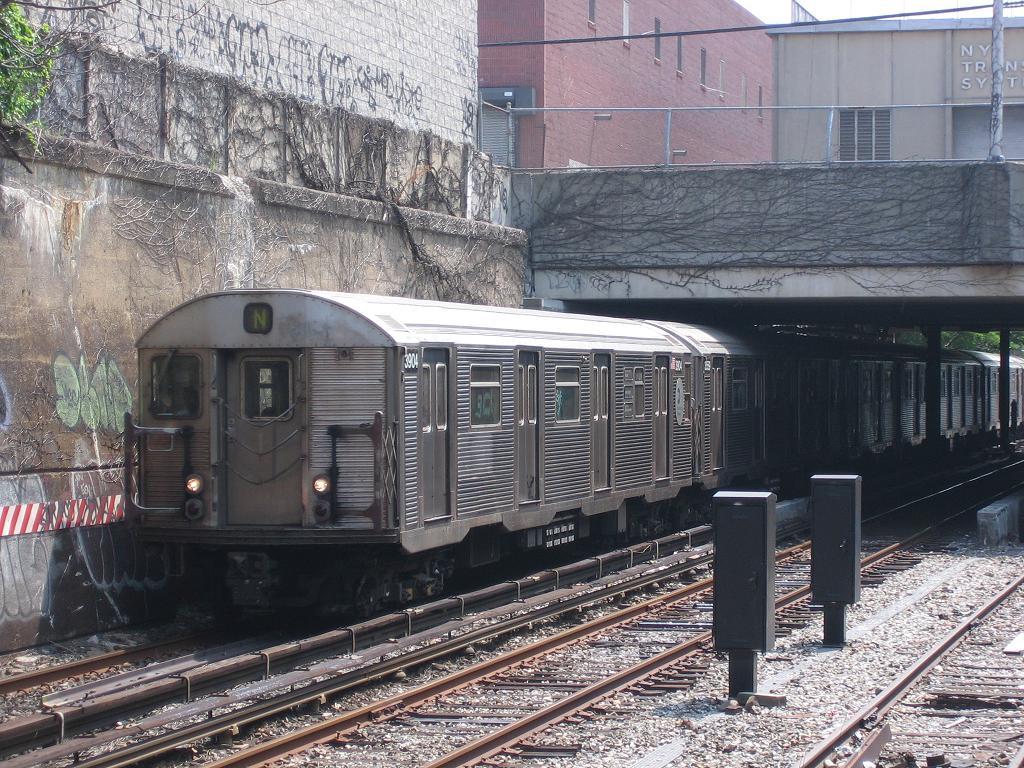 (193k, 1024x768)<br><b>Country:</b> United States<br><b>City:</b> New York<br><b>System:</b> New York City Transit<br><b>Line:</b> BMT Sea Beach Line<br><b>Location:</b> New Utrecht Avenue <br><b>Route:</b> N<br><b>Car:</b> R-32 (Budd, 1964)  3904 <br><b>Photo by:</b> Michael Hodurski<br><b>Date:</b> 8/19/2006<br><b>Viewed (this week/total):</b> 0 / 2359