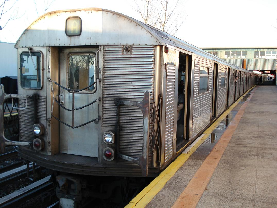 (156k, 1076x807)<br><b>Country:</b> United States<br><b>City:</b> New York<br><b>System:</b> New York City Transit<br><b>Line:</b> IND Rockaway<br><b>Location:</b> Broad Channel <br><b>Route:</b> A<br><b>Car:</b> R-32 (Budd, 1964)  3868 <br><b>Photo by:</b> Michael Hodurski<br><b>Date:</b> 12/23/2006<br><b>Viewed (this week/total):</b> 1 / 1824