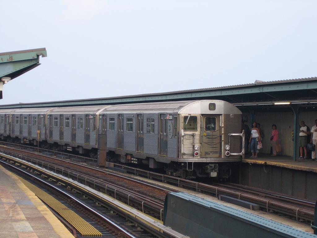 (106k, 1024x768)<br><b>Country:</b> United States<br><b>City:</b> New York<br><b>System:</b> New York City Transit<br><b>Line:</b> IND Fulton Street Line<br><b>Location:</b> Rockaway Boulevard <br><b>Route:</b> A<br><b>Car:</b> R-32 (Budd, 1964)  3550 <br><b>Photo by:</b> Michael Hodurski<br><b>Date:</b> 8/1/2006<br><b>Viewed (this week/total):</b> 0 / 1580