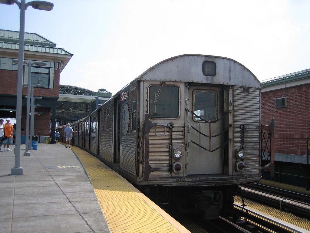 (115k, 1024x768)<br><b>Country:</b> United States<br><b>City:</b> New York<br><b>System:</b> New York City Transit<br><b>Location:</b> Coney Island/Stillwell Avenue<br><b>Route:</b> F<br><b>Car:</b> R-32 (Budd, 1964)  3940 <br><b>Photo by:</b> Michael Hodurski<br><b>Date:</b> 8/20/2006<br><b>Viewed (this week/total):</b> 0 / 1739