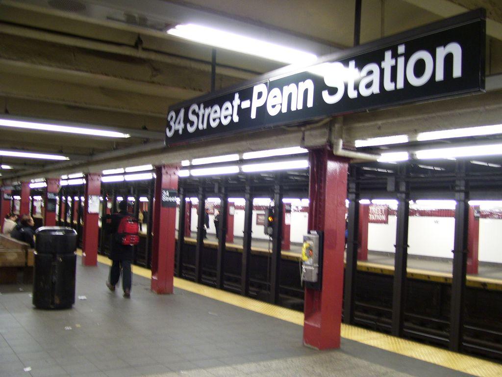(114k, 1024x768)<br><b>Country:</b> United States<br><b>City:</b> New York<br><b>System:</b> New York City Transit<br><b>Line:</b> IND 8th Avenue Line<br><b>Location:</b> 34th Street/Penn Station <br><b>Photo by:</b> Roberto C. Tobar<br><b>Date:</b> 2/7/2007<br><b>Viewed (this week/total):</b> 1 / 3268