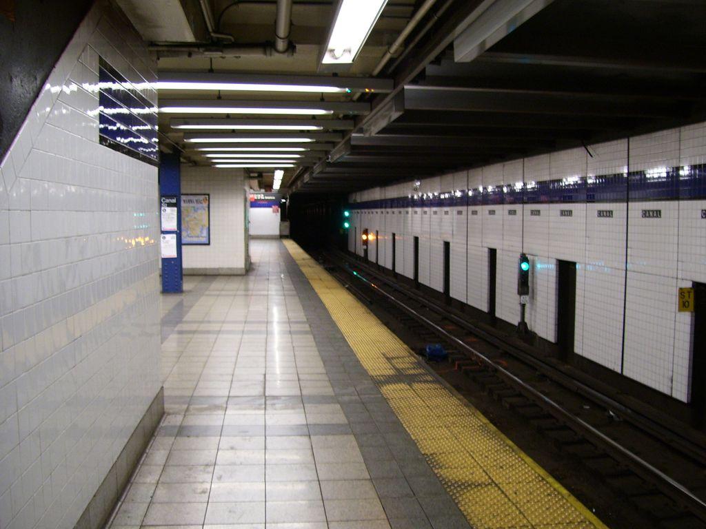 (116k, 1024x768)<br><b>Country:</b> United States<br><b>City:</b> New York<br><b>System:</b> New York City Transit<br><b>Line:</b> IND 8th Avenue Line<br><b>Location:</b> Canal Street-Holland Tunnel <br><b>Photo by:</b> Roberto C. Tobar<br><b>Date:</b> 2/7/2007<br><b>Viewed (this week/total):</b> 2 / 2265
