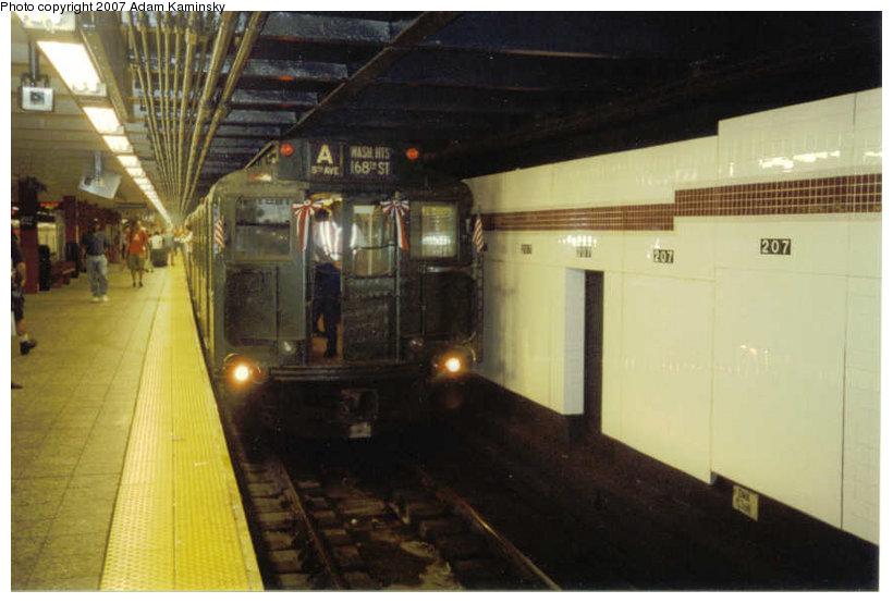 (90k, 820x554)<br><b>Country:</b> United States<br><b>City:</b> New York<br><b>System:</b> New York City Transit<br><b>Line:</b> IND 8th Avenue Line<br><b>Location:</b> 207th Street <br><b>Route:</b> Fan Trip<br><b>Car:</b> R-4 (American Car & Foundry, 1932-1933) 484 <br><b>Photo by:</b> Adam Kaminsky<br><b>Viewed (this week/total):</b> 1 / 2086