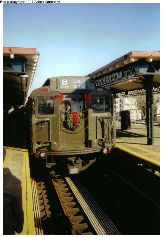 (72k, 562x820)<br><b>Country:</b> United States<br><b>City:</b> New York<br><b>System:</b> New York City Transit<br><b>Line:</b> BMT West End Line<br><b>Location:</b> Bay Parkway <br><b>Route:</b> Fan Trip<br><b>Car:</b> R-4 (American Car & Foundry, 1932-1933) 484 <br><b>Photo by:</b> Adam Kaminsky<br><b>Date:</b> 12/2003<br><b>Viewed (this week/total):</b> 0 / 1806