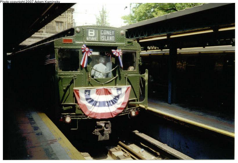 (95k, 820x561)<br><b>Country:</b> United States<br><b>City:</b> New York<br><b>System:</b> New York City Transit<br><b>Line:</b> BMT West End Line<br><b>Location:</b> 9th Avenue <br><b>Route:</b> Fan Trip<br><b>Car:</b> R-4 (American Car & Foundry, 1932-1933) 484 <br><b>Photo by:</b> Adam Kaminsky<br><b>Viewed (this week/total):</b> 0 / 2020