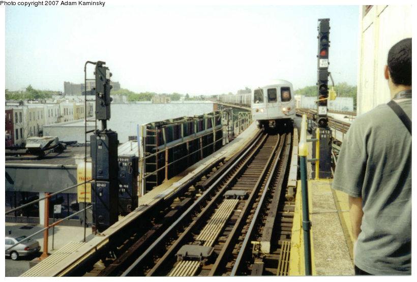 (111k, 820x555)<br><b>Country:</b> United States<br><b>City:</b> New York<br><b>System:</b> New York City Transit<br><b>Line:</b> BMT Culver Line<br><b>Location:</b> Kings Highway <br><b>Route:</b> F<br><b>Car:</b> R-46 (Pullman-Standard, 1974-75)  <br><b>Photo by:</b> Adam Kaminsky<br><b>Date:</b> 6/2004<br><b>Viewed (this week/total):</b> 3 / 2247