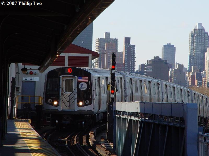(76k, 800x600)<br><b>Country:</b> United States<br><b>City:</b> New York<br><b>System:</b> New York City Transit<br><b>Line:</b> BMT Astoria Line<br><b>Location:</b> Queensborough Plaza <br><b>Route:</b> N<br><b>Car:</b> R-160A/R-160B Series (Number Unknown)  <br><b>Photo by:</b> Phillip Lee<br><b>Date:</b> 2/7/2007<br><b>Viewed (this week/total):</b> 0 / 3335