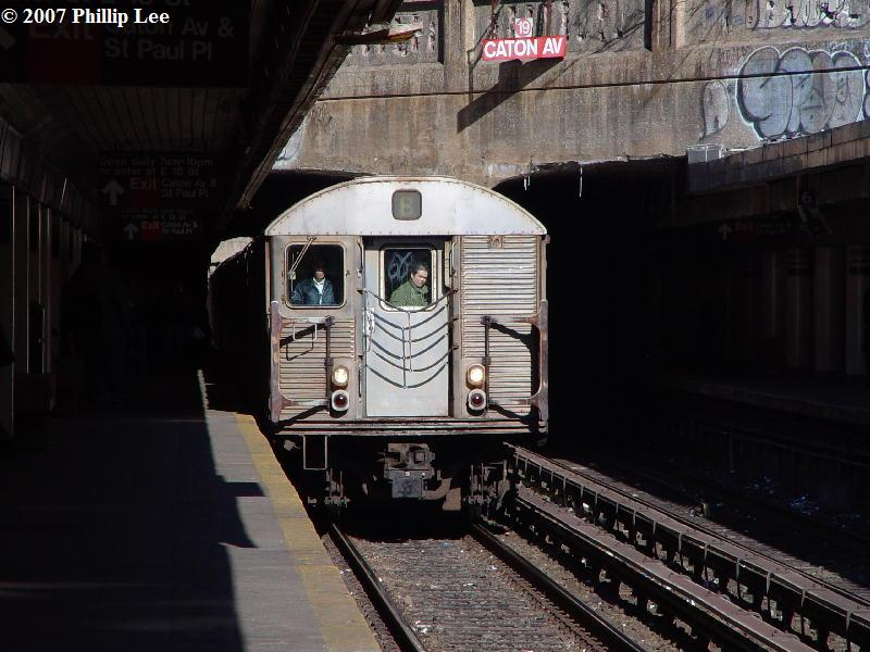 (82k, 800x600)<br><b>Country:</b> United States<br><b>City:</b> New York<br><b>System:</b> New York City Transit<br><b>Line:</b> BMT Brighton Line<br><b>Location:</b> Church Avenue <br><b>Route:</b> B<br><b>Car:</b> R-32 (Budd, 1964)   <br><b>Photo by:</b> Phillip Lee<br><b>Date:</b> 2/7/2007<br><b>Viewed (this week/total):</b> 0 / 5313