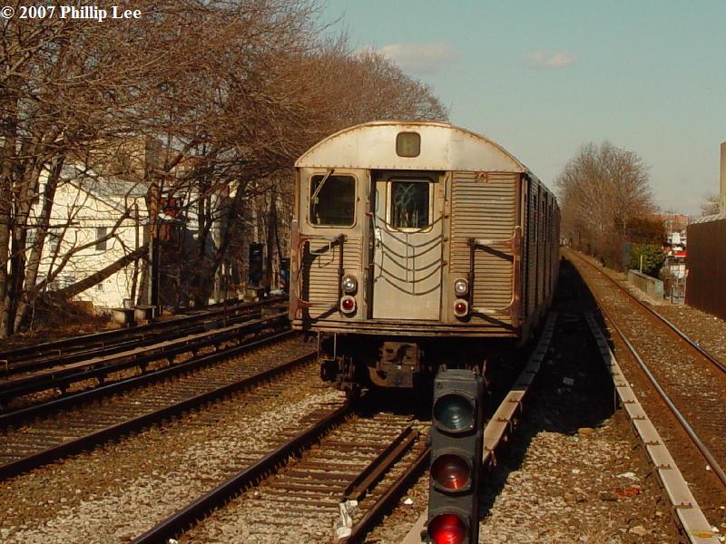 (115k, 800x600)<br><b>Country:</b> United States<br><b>City:</b> New York<br><b>System:</b> New York City Transit<br><b>Line:</b> BMT Brighton Line<br><b>Location:</b> Kings Highway <br><b>Route:</b> B<br><b>Car:</b> R-32 (Budd, 1964)   <br><b>Photo by:</b> Phillip Lee<br><b>Date:</b> 2/7/2007<br><b>Viewed (this week/total):</b> 0 / 2807