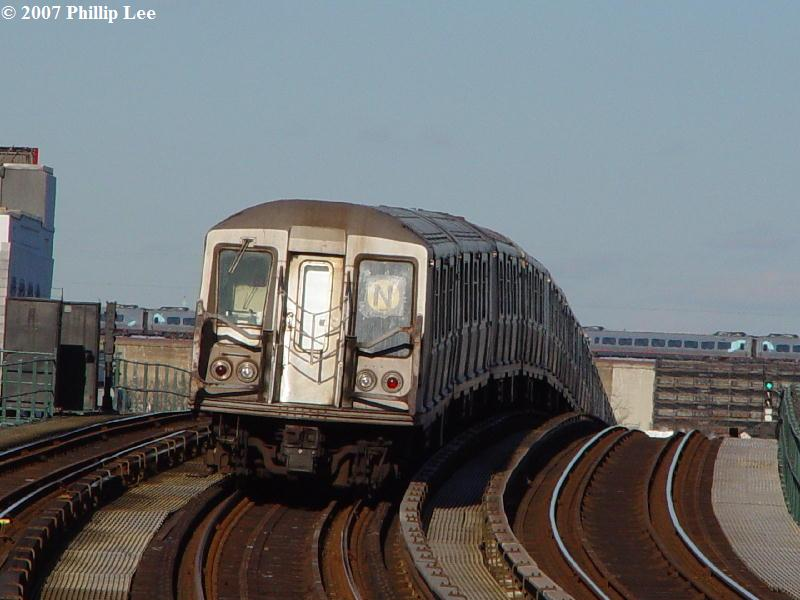 (67k, 800x600)<br><b>Country:</b> United States<br><b>City:</b> New York<br><b>System:</b> New York City Transit<br><b>Line:</b> BMT Astoria Line<br><b>Location:</b> 30th/Grand Aves. <br><b>Route:</b> N<br><b>Car:</b> R-40 (St. Louis, 1968)   <br><b>Photo by:</b> Phillip Lee<br><b>Date:</b> 2/7/2007<br><b>Viewed (this week/total):</b> 3 / 2665