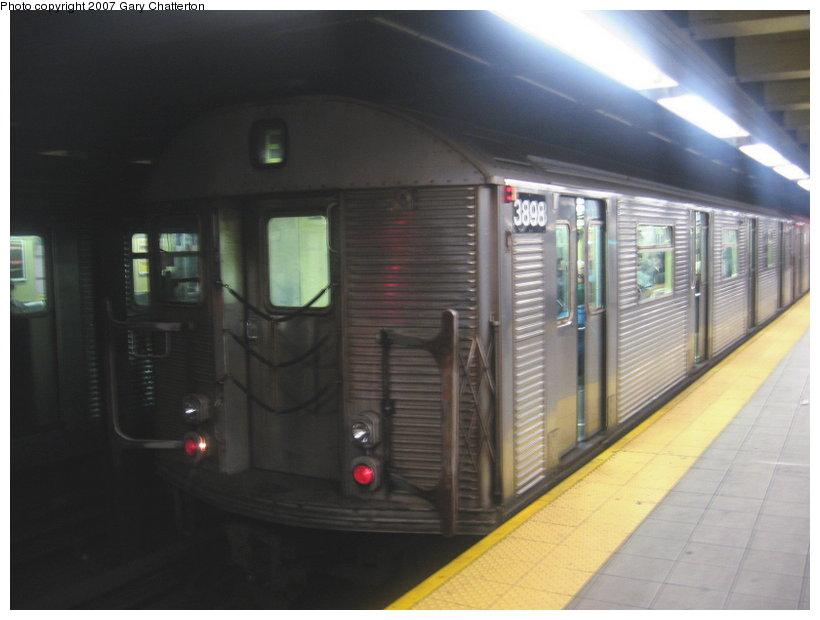 (78k, 820x620)<br><b>Country:</b> United States<br><b>City:</b> New York<br><b>System:</b> New York City Transit<br><b>Line:</b> IND Queens Boulevard Line<br><b>Location:</b> Roosevelt Avenue <br><b>Route:</b> E<br><b>Car:</b> R-32 (Budd, 1964)  3898 <br><b>Photo by:</b> Gary Chatterton<br><b>Date:</b> 1/28/2007<br><b>Viewed (this week/total):</b> 1 / 2254