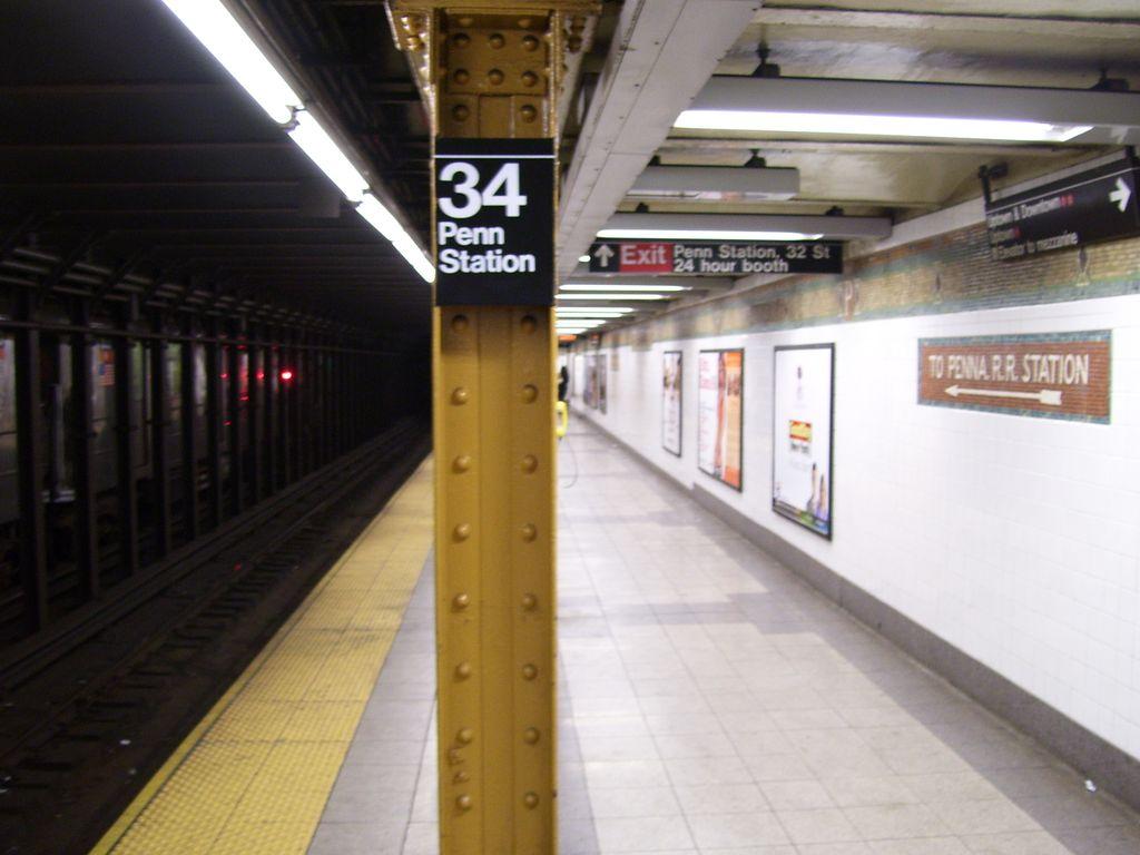 (98k, 1024x768)<br><b>Country:</b> United States<br><b>City:</b> New York<br><b>System:</b> New York City Transit<br><b>Line:</b> IRT West Side Line<br><b>Location:</b> 34th Street/Penn Station <br><b>Photo by:</b> Roberto C. Tobar<br><b>Date:</b> 2/10/2007<br><b>Viewed (this week/total):</b> 2 / 2383