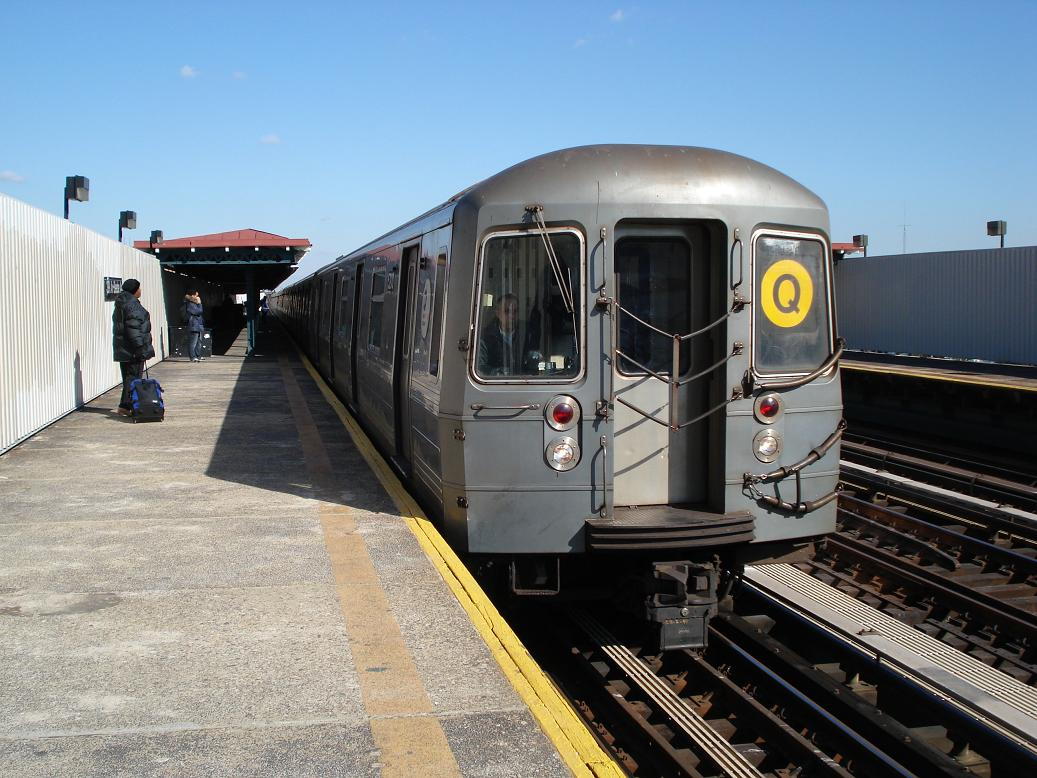 (146k, 1037x778)<br><b>Country:</b> United States<br><b>City:</b> New York<br><b>System:</b> New York City Transit<br><b>Line:</b> BMT Astoria Line<br><b>Location:</b> 30th/Grand Aves. <br><b>Route:</b> Q<br><b>Car:</b> R-68A (Kawasaki, 1988-1989)  5200 <br><b>Photo by:</b> Michael Hodurski<br><b>Date:</b> 2/10/2007<br><b>Viewed (this week/total):</b> 0 / 2942