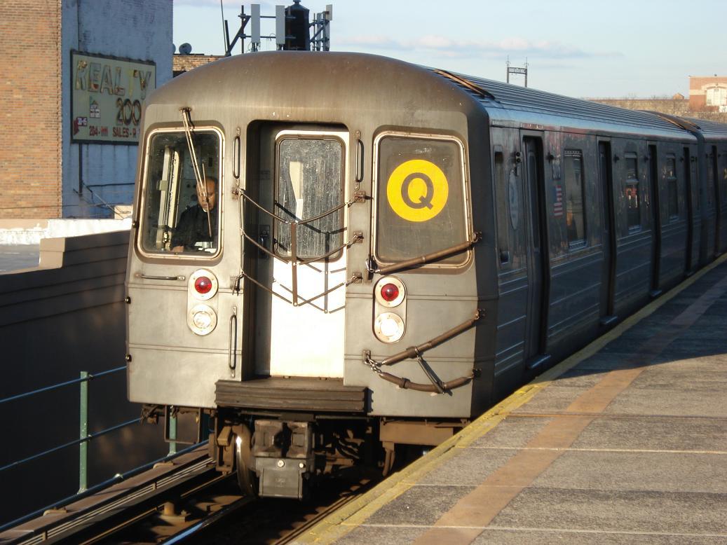 (132k, 1037x778)<br><b>Country:</b> United States<br><b>City:</b> New York<br><b>System:</b> New York City Transit<br><b>Line:</b> BMT Astoria Line<br><b>Location:</b> Astoria Boulevard/Hoyt Avenue <br><b>Route:</b> Q<br><b>Car:</b> R-68A (Kawasaki, 1988-1989)  5016 <br><b>Photo by:</b> Michael Hodurski<br><b>Date:</b> 2/10/2007<br><b>Viewed (this week/total):</b> 0 / 1910