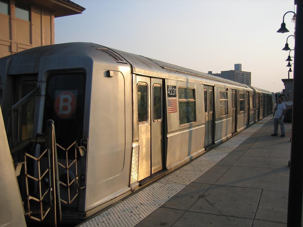 (103k, 1024x768)<br><b>Country:</b> United States<br><b>City:</b> New York<br><b>System:</b> New York City Transit<br><b>Line:</b> BMT Brighton Line<br><b>Location:</b> Brighton Beach <br><b>Route:</b> B<br><b>Car:</b> R-40 (St. Louis, 1968)  4231 <br><b>Photo by:</b> Michael Hodurski<br><b>Date:</b> 8/2/2006<br><b>Viewed (this week/total):</b> 0 / 1696