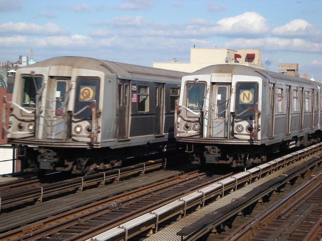 (153k, 1037x778)<br><b>Country:</b> United States<br><b>City:</b> New York<br><b>System:</b> New York City Transit<br><b>Line:</b> BMT Astoria Line<br><b>Location:</b> Broadway <br><b>Route:</b> Q<br><b>Car:</b> R-40 (St. Louis, 1968)  4215 <br><b>Photo by:</b> Michael Hodurski<br><b>Date:</b> 2/10/2007<br><b>Viewed (this week/total):</b> 0 / 2991