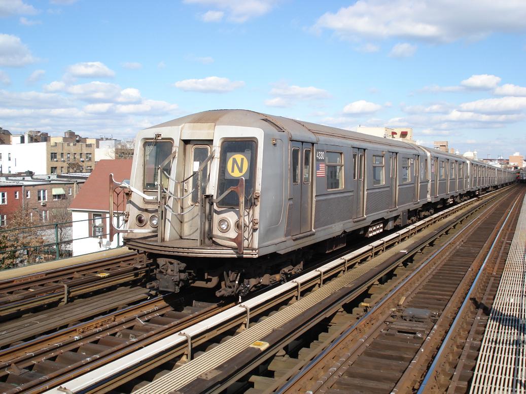 (166k, 1037x778)<br><b>Country:</b> United States<br><b>City:</b> New York<br><b>System:</b> New York City Transit<br><b>Line:</b> BMT Astoria Line<br><b>Location:</b> Broadway <br><b>Route:</b> N<br><b>Car:</b> R-40 (St. Louis, 1968)  4330 <br><b>Photo by:</b> Michael Hodurski<br><b>Date:</b> 2/10/2007<br><b>Viewed (this week/total):</b> 0 / 2208