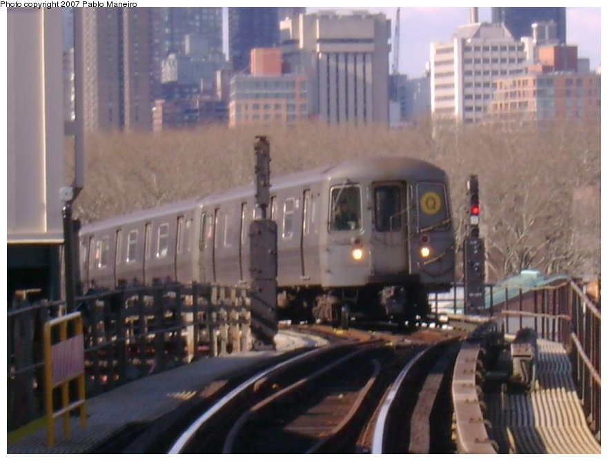 (113k, 881x668)<br><b>Country:</b> United States<br><b>City:</b> New York<br><b>System:</b> New York City Transit<br><b>Line:</b> BMT Astoria Line<br><b>Location:</b> Queensborough Plaza <br><b>Route:</b> Q<br><b>Car:</b> R-68A (Kawasaki, 1988-1989)   <br><b>Photo by:</b> Pablo Maneiro<br><b>Viewed (this week/total):</b> 0 / 2556