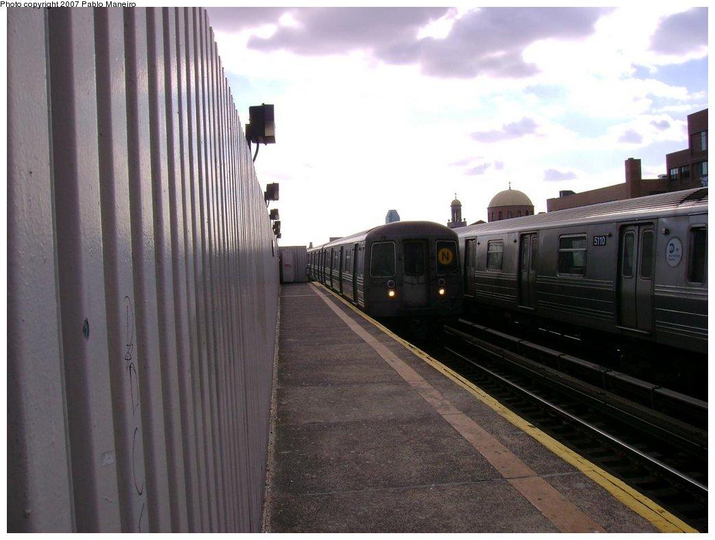 (147k, 1044x788)<br><b>Country:</b> United States<br><b>City:</b> New York<br><b>System:</b> New York City Transit<br><b>Line:</b> BMT Astoria Line<br><b>Location:</b> 30th/Grand Aves. <br><b>Route:</b> N<br><b>Car:</b> R-68/R-68A Series (Number Unknown)  <br><b>Photo by:</b> Pablo Maneiro<br><b>Viewed (this week/total):</b> 1 / 1706