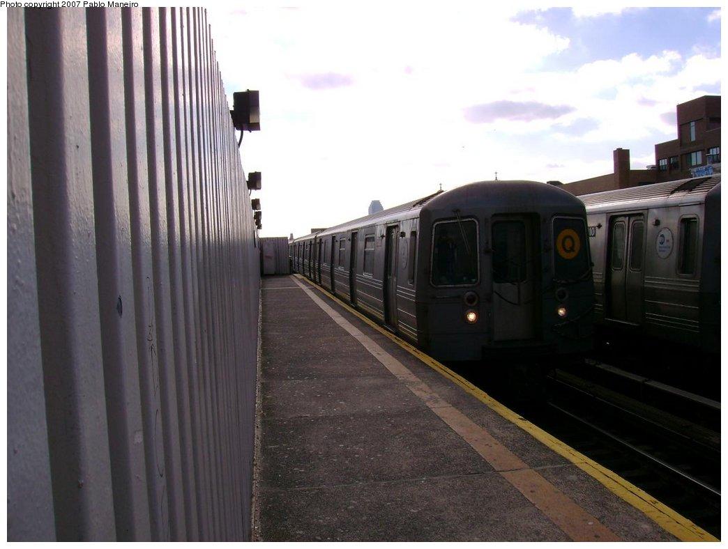 (141k, 1044x788)<br><b>Country:</b> United States<br><b>City:</b> New York<br><b>System:</b> New York City Transit<br><b>Line:</b> BMT Astoria Line<br><b>Location:</b> 30th/Grand Aves. <br><b>Route:</b> Q<br><b>Car:</b> R-68A (Kawasaki, 1988-1989)   <br><b>Photo by:</b> Pablo Maneiro<br><b>Viewed (this week/total):</b> 1 / 1553