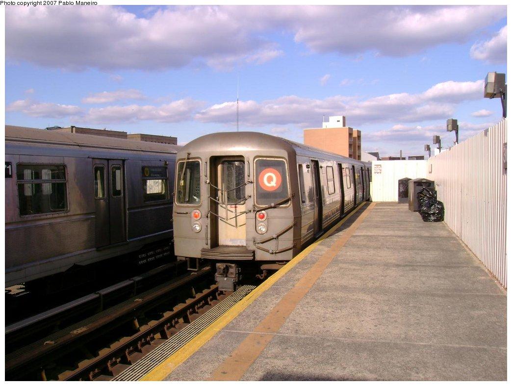 (163k, 1044x788)<br><b>Country:</b> United States<br><b>City:</b> New York<br><b>System:</b> New York City Transit<br><b>Line:</b> BMT Astoria Line<br><b>Location:</b> 30th/Grand Aves. <br><b>Route:</b> Q<br><b>Car:</b> R-68 (Westinghouse-Amrail, 1986-1988)  2890 <br><b>Photo by:</b> Pablo Maneiro<br><b>Viewed (this week/total):</b> 1 / 2564