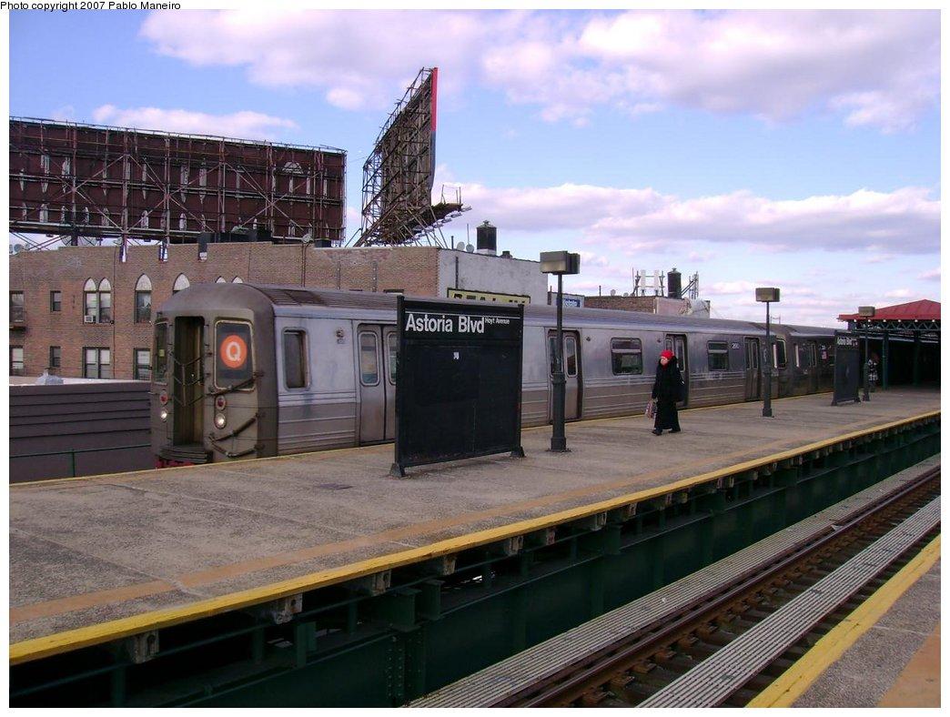 (176k, 1044x788)<br><b>Country:</b> United States<br><b>City:</b> New York<br><b>System:</b> New York City Transit<br><b>Line:</b> BMT Astoria Line<br><b>Location:</b> Astoria Boulevard/Hoyt Avenue <br><b>Route:</b> Q<br><b>Car:</b> R-68 (Westinghouse-Amrail, 1986-1988)  2890 <br><b>Photo by:</b> Pablo Maneiro<br><b>Viewed (this week/total):</b> 1 / 2512