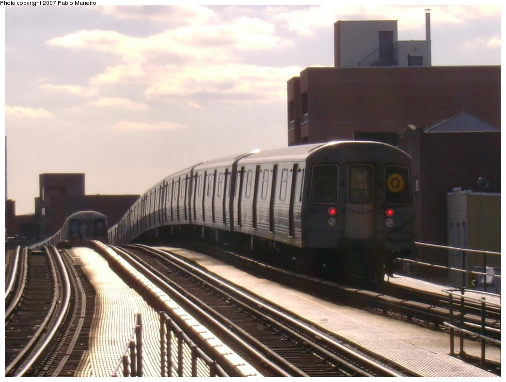 (148k, 1044x788)<br><b>Country:</b> United States<br><b>City:</b> New York<br><b>System:</b> New York City Transit<br><b>Line:</b> BMT Astoria Line<br><b>Location:</b> Astoria Boulevard/Hoyt Avenue <br><b>Route:</b> Q<br><b>Car:</b> R-68 (Westinghouse-Amrail, 1986-1988)   <br><b>Photo by:</b> Pablo Maneiro<br><b>Viewed (this week/total):</b> 2 / 2431