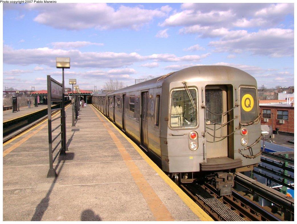 (197k, 1044x788)<br><b>Country:</b> United States<br><b>City:</b> New York<br><b>System:</b> New York City Transit<br><b>Line:</b> BMT Astoria Line<br><b>Location:</b> Astoria Boulevard/Hoyt Avenue <br><b>Route:</b> Q<br><b>Car:</b> R-68A (Kawasaki, 1988-1989)  5162 <br><b>Photo by:</b> Pablo Maneiro<br><b>Viewed (this week/total):</b> 1 / 1820