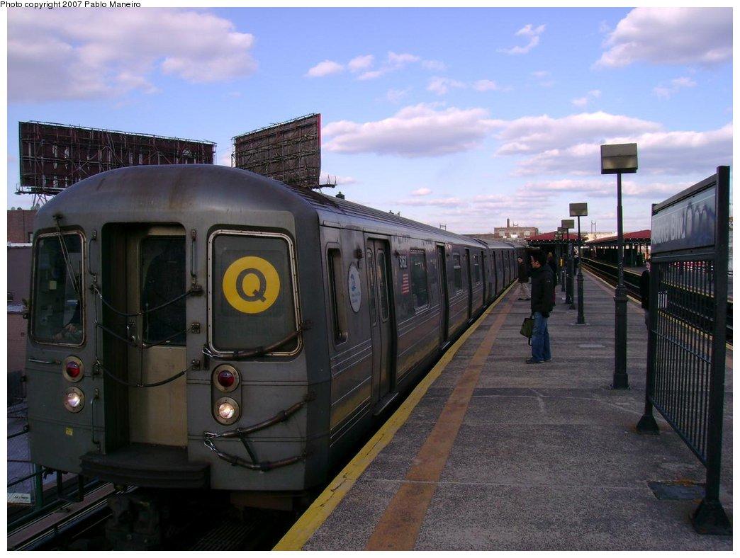 (161k, 1044x788)<br><b>Country:</b> United States<br><b>City:</b> New York<br><b>System:</b> New York City Transit<br><b>Line:</b> BMT Astoria Line<br><b>Location:</b> Astoria Boulevard/Hoyt Avenue <br><b>Route:</b> Q<br><b>Car:</b> R-68A (Kawasaki, 1988-1989)  5162 <br><b>Photo by:</b> Pablo Maneiro<br><b>Viewed (this week/total):</b> 0 / 1814