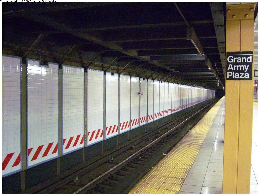 (283k, 1044x788)<br><b>Country:</b> United States<br><b>City:</b> New York<br><b>System:</b> New York City Transit<br><b>Line:</b> IRT Brooklyn Line<br><b>Location:</b> Grand Army Plaza <br><b>Photo by:</b> Aliandro Brathwaite<br><b>Date:</b> 8/26/2009<br><b>Notes:</b> View west of eastbound (New Lots bound) track.<br><b>Viewed (this week/total):</b> 4 / 1284