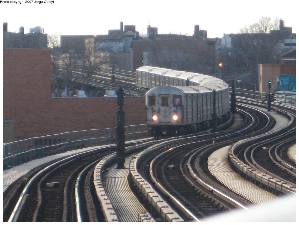 (147k, 1044x788)<br><b>Country:</b> United States<br><b>City:</b> New York<br><b>System:</b> New York City Transit<br><b>Line:</b> IRT Flushing Line<br><b>Location:</b> 61st Street/Woodside <br><b>Route:</b> 7<br><b>Car:</b> R-62A (Bombardier, 1984-1987)   <br><b>Photo by:</b> Jorge Catayi<br><b>Date:</b> 2/10/2007<br><b>Viewed (this week/total):</b> 0 / 2532