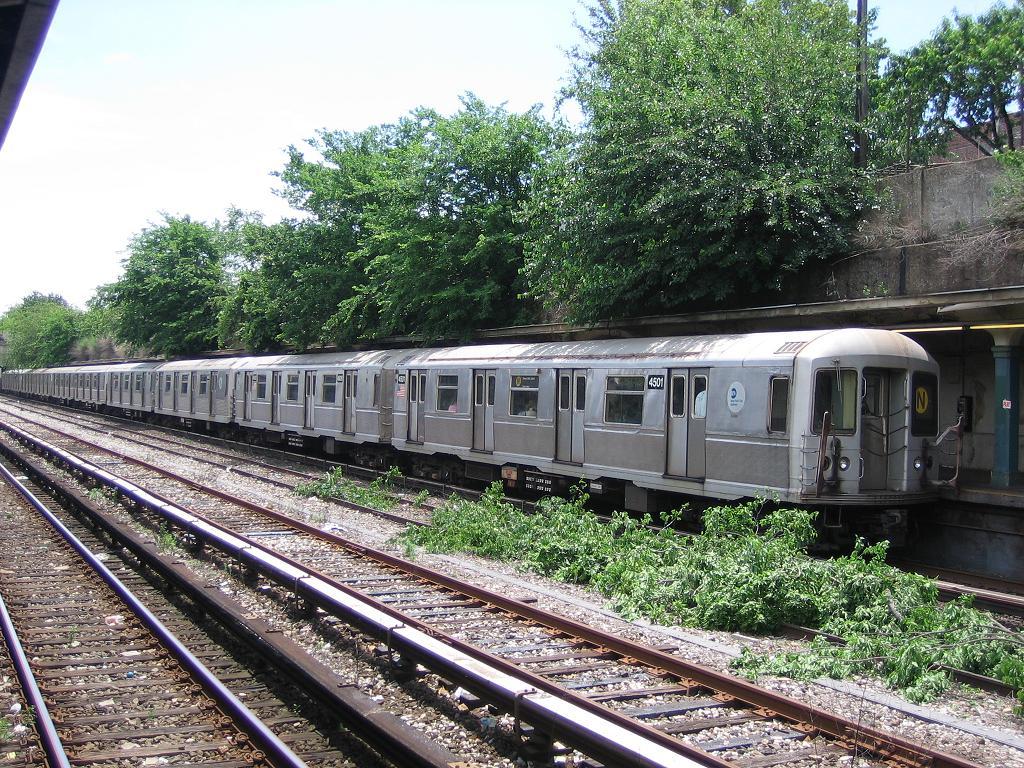 (245k, 1024x768)<br><b>Country:</b> United States<br><b>City:</b> New York<br><b>System:</b> New York City Transit<br><b>Line:</b> BMT Sea Beach Line<br><b>Location:</b> Bay Parkway (22nd Avenue) <br><b>Route:</b> N<br><b>Car:</b> R-40M (St. Louis, 1969)  4501 <br><b>Photo by:</b> Michael Hodurski<br><b>Date:</b> 6/27/2006<br><b>Viewed (this week/total):</b> 1 / 2550
