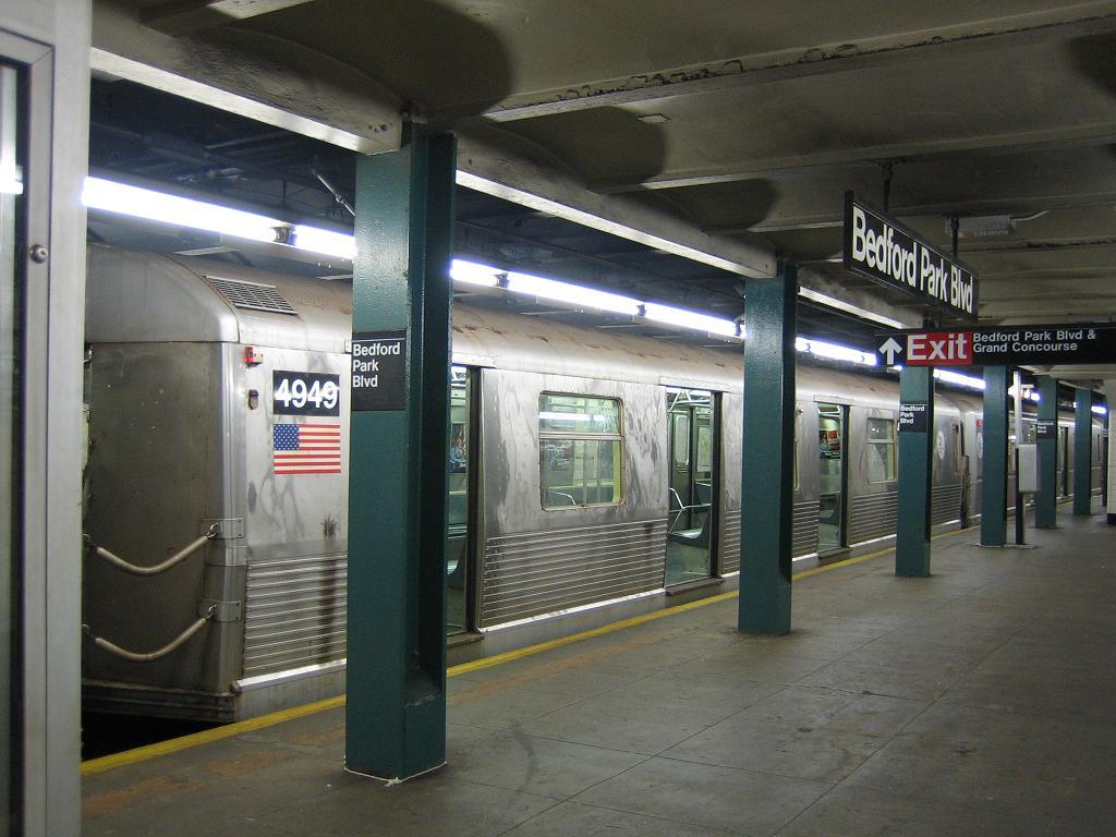 (115k, 1024x768)<br><b>Country:</b> United States<br><b>City:</b> New York<br><b>System:</b> New York City Transit<br><b>Line:</b> IND Concourse Line<br><b>Location:</b> Bedford Park Boulevard <br><b>Route:</b> B<br><b>Car:</b> R-42 (St. Louis, 1969-1970)  4949 <br><b>Photo by:</b> Michael Hodurski<br><b>Date:</b> 8/24/2006<br><b>Viewed (this week/total):</b> 0 / 2508