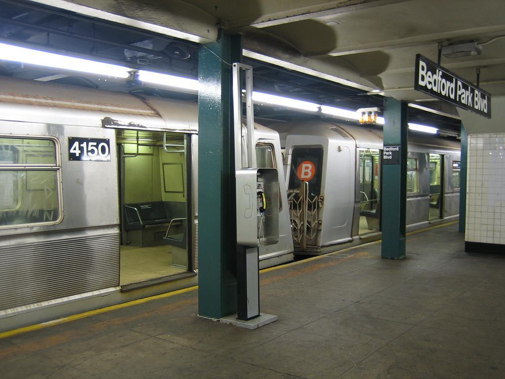 (112k, 1024x768)<br><b>Country:</b> United States<br><b>City:</b> New York<br><b>System:</b> New York City Transit<br><b>Line:</b> IND Concourse Line<br><b>Location:</b> Bedford Park Boulevard <br><b>Route:</b> B<br><b>Car:</b> R-40 (St. Louis, 1968)  4150 <br><b>Photo by:</b> Michael Hodurski<br><b>Date:</b> 8/16/2006<br><b>Viewed (this week/total):</b> 1 / 2904