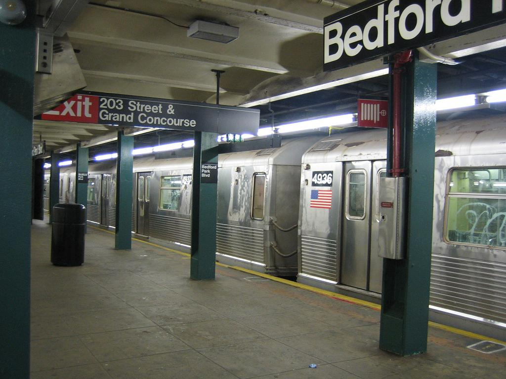 (120k, 1024x768)<br><b>Country:</b> United States<br><b>City:</b> New York<br><b>System:</b> New York City Transit<br><b>Line:</b> IND Concourse Line<br><b>Location:</b> Bedford Park Boulevard <br><b>Route:</b> B<br><b>Car:</b> R-42 (St. Louis, 1969-1970)  4937/4936 <br><b>Photo by:</b> Michael Hodurski<br><b>Date:</b> 8/23/2006<br><b>Viewed (this week/total):</b> 0 / 3145