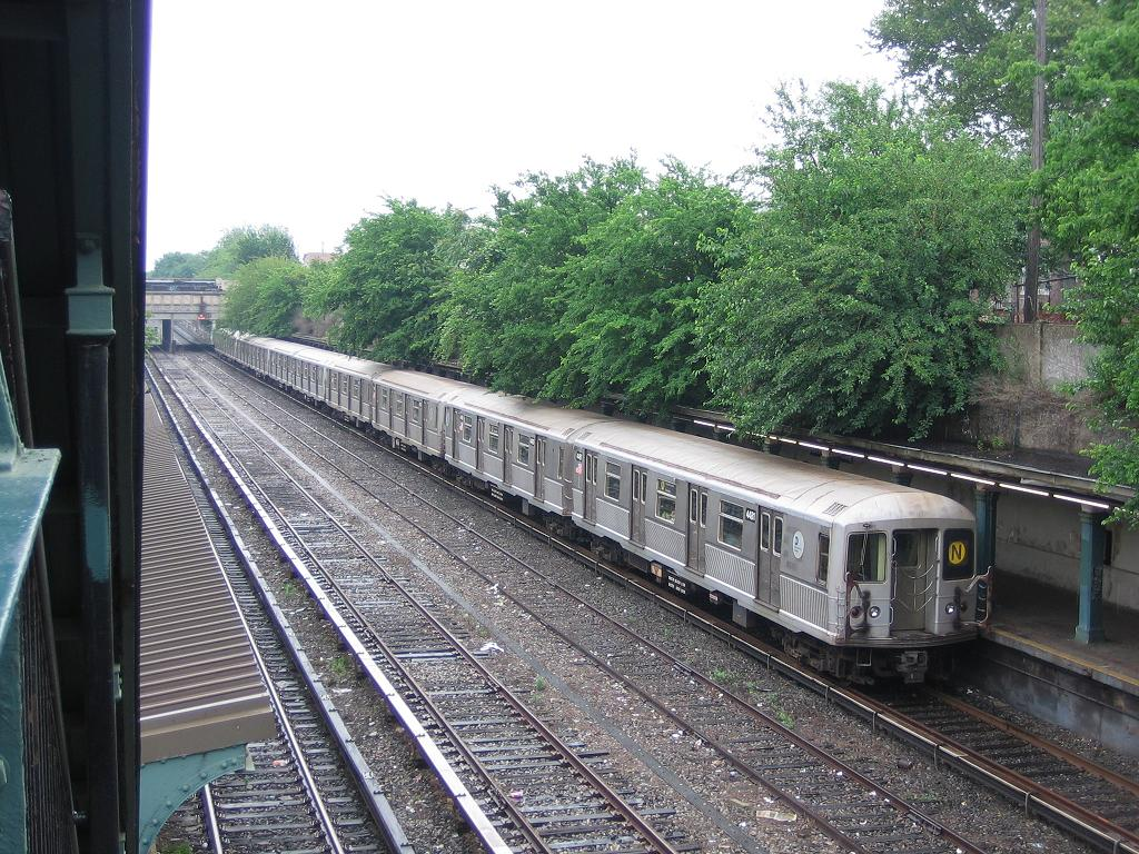 (203k, 1024x768)<br><b>Country:</b> United States<br><b>City:</b> New York<br><b>System:</b> New York City Transit<br><b>Line:</b> BMT Sea Beach Line<br><b>Location:</b> Fort Hamilton Parkway <br><b>Route:</b> N<br><b>Car:</b> R-40M (St. Louis, 1969)  4481 <br><b>Photo by:</b> Michael Hodurski<br><b>Date:</b> 6/24/2006<br><b>Viewed (this week/total):</b> 1 / 2916