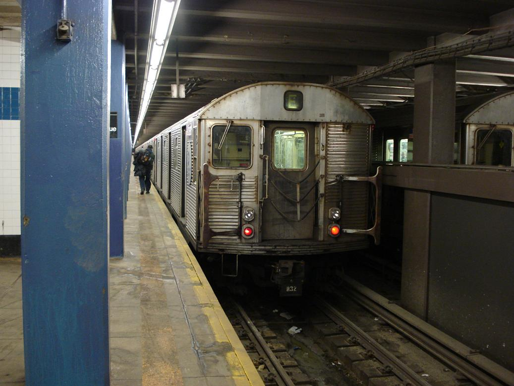 (119k, 1037x778)<br><b>Country:</b> United States<br><b>City:</b> New York<br><b>System:</b> New York City Transit<br><b>Line:</b> IND 6th Avenue Line<br><b>Location:</b> 2nd Avenue <br><b>Route:</b> E<br><b>Car:</b> R-32 (Budd, 1964)  3680 <br><b>Photo by:</b> Michael Hodurski<br><b>Date:</b> 2/18/2007<br><b>Viewed (this week/total):</b> 2 / 3051