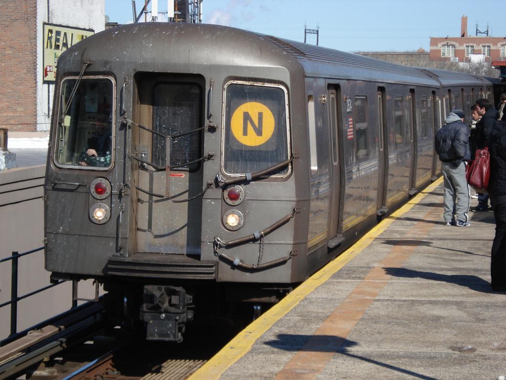 (139k, 1037x778)<br><b>Country:</b> United States<br><b>City:</b> New York<br><b>System:</b> New York City Transit<br><b>Line:</b> BMT Astoria Line<br><b>Location:</b> Astoria Boulevard/Hoyt Avenue <br><b>Route:</b> N<br><b>Car:</b> R-68 (Westinghouse-Amrail, 1986-1988)  2834 <br><b>Photo by:</b> Michael Hodurski<br><b>Date:</b> 2/19/2007<br><b>Viewed (this week/total):</b> 0 / 2230
