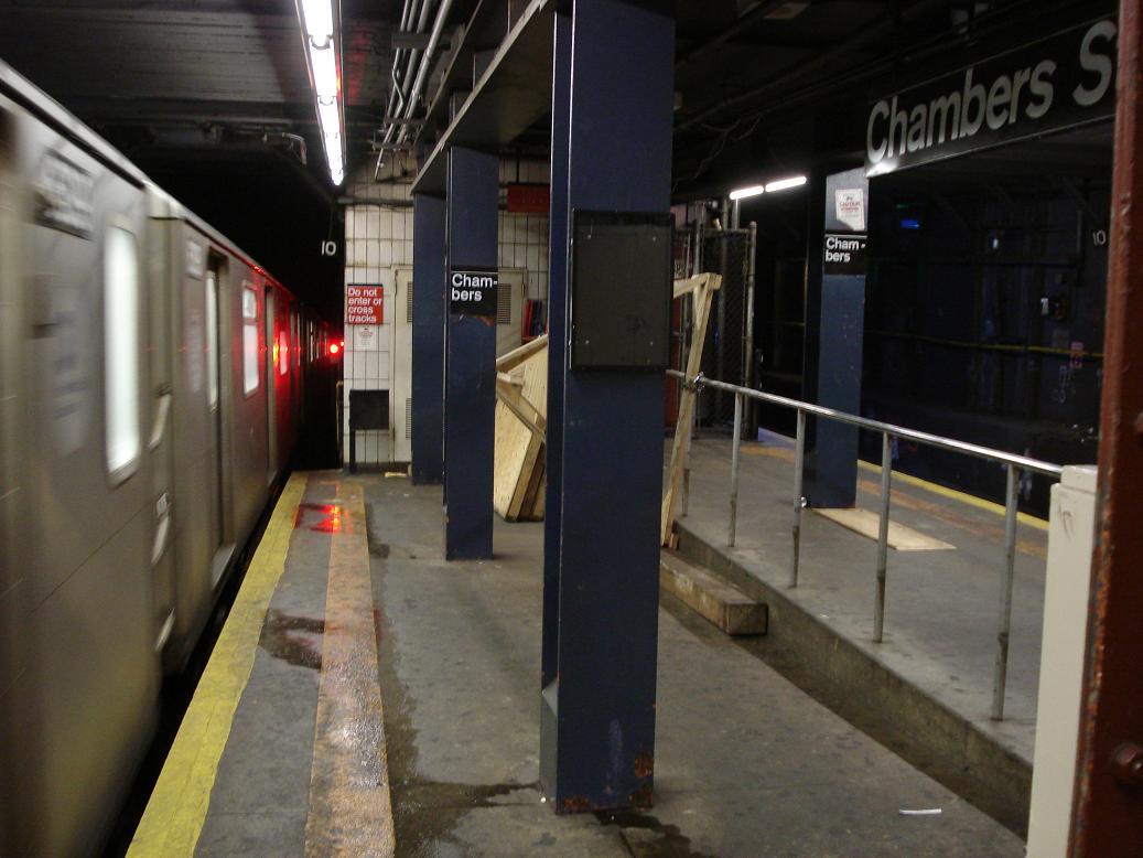 (105k, 1037x778)<br><b>Country:</b> United States<br><b>City:</b> New York<br><b>System:</b> New York City Transit<br><b>Line:</b> IRT West Side Line<br><b>Location:</b> Chambers Street <br><b>Photo by:</b> Michael Hodurski<br><b>Date:</b> 2/17/2007<br><b>Viewed (this week/total):</b> 4 / 2537