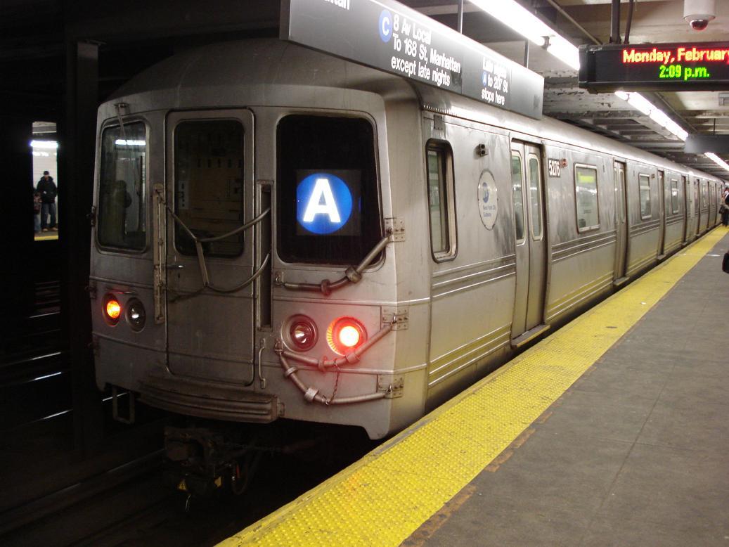 (115k, 1037x778)<br><b>Country:</b> United States<br><b>City:</b> New York<br><b>System:</b> New York City Transit<br><b>Line:</b> IND Fulton Street Line<br><b>Location:</b> Franklin Avenue <br><b>Route:</b> A<br><b>Car:</b> R-44 (St. Louis, 1971-73) 5276 <br><b>Photo by:</b> Michael Hodurski<br><b>Date:</b> 2/19/2007<br><b>Viewed (this week/total):</b> 5 / 4142