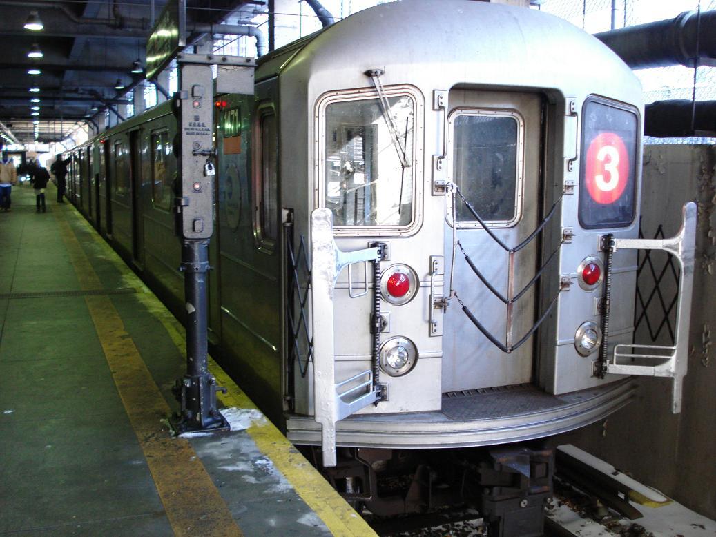 (140k, 1037x778)<br><b>Country:</b> United States<br><b>City:</b> New York<br><b>System:</b> New York City Transit<br><b>Line:</b> IRT Lenox Line<br><b>Location:</b> 148th Street/Lenox Terminal <br><b>Route:</b> 3<br><b>Car:</b> R-62 (Kawasaki, 1983-1985)  1471 <br><b>Photo by:</b> Michael Hodurski<br><b>Date:</b> 2/17/2007<br><b>Viewed (this week/total):</b> 1 / 3565