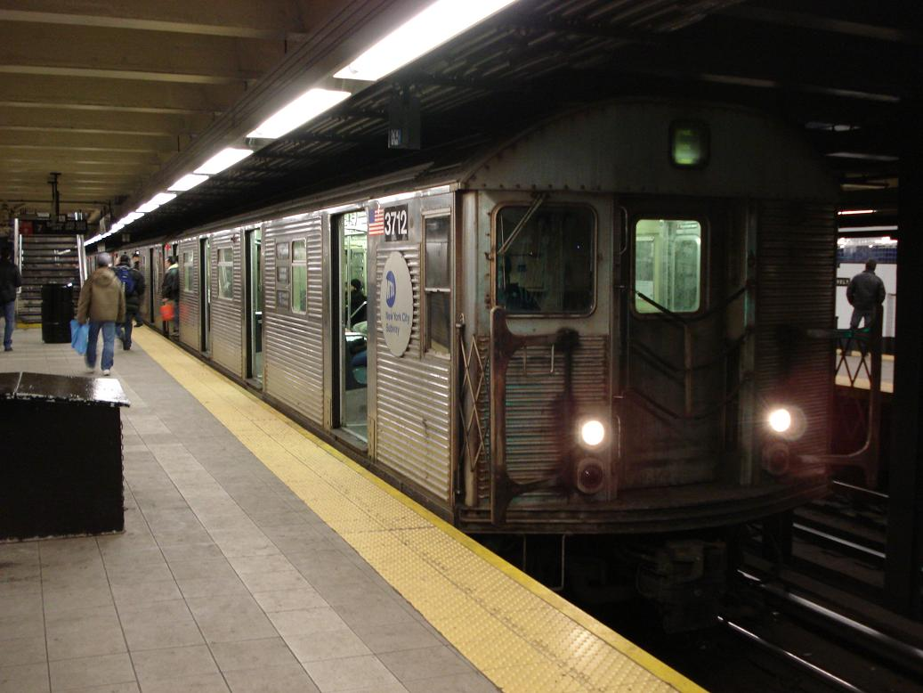 (111k, 1037x778)<br><b>Country:</b> United States<br><b>City:</b> New York<br><b>System:</b> New York City Transit<br><b>Line:</b> IND Queens Boulevard Line<br><b>Location:</b> Roosevelt Avenue <br><b>Route:</b> E<br><b>Car:</b> R-32 (Budd, 1964)  3712 <br><b>Photo by:</b> Michael Hodurski<br><b>Date:</b> 2/18/2007<br><b>Viewed (this week/total):</b> 0 / 2658