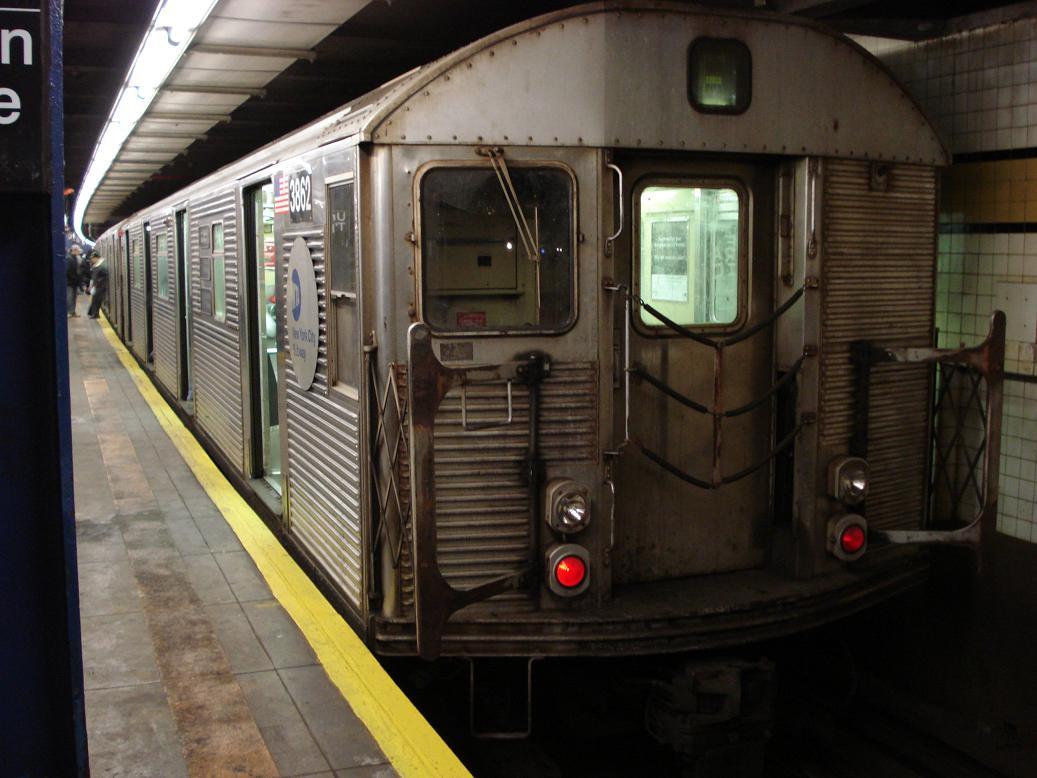 (115k, 1037x778)<br><b>Country:</b> United States<br><b>City:</b> New York<br><b>System:</b> New York City Transit<br><b>Line:</b> IND Queens Boulevard Line<br><b>Location:</b> Union Turnpike/Kew Gardens <br><b>Route:</b> E<br><b>Car:</b> R-32 (Budd, 1964)  3862 <br><b>Photo by:</b> Michael Hodurski<br><b>Date:</b> 2/18/2007<br><b>Viewed (this week/total):</b> 1 / 2856