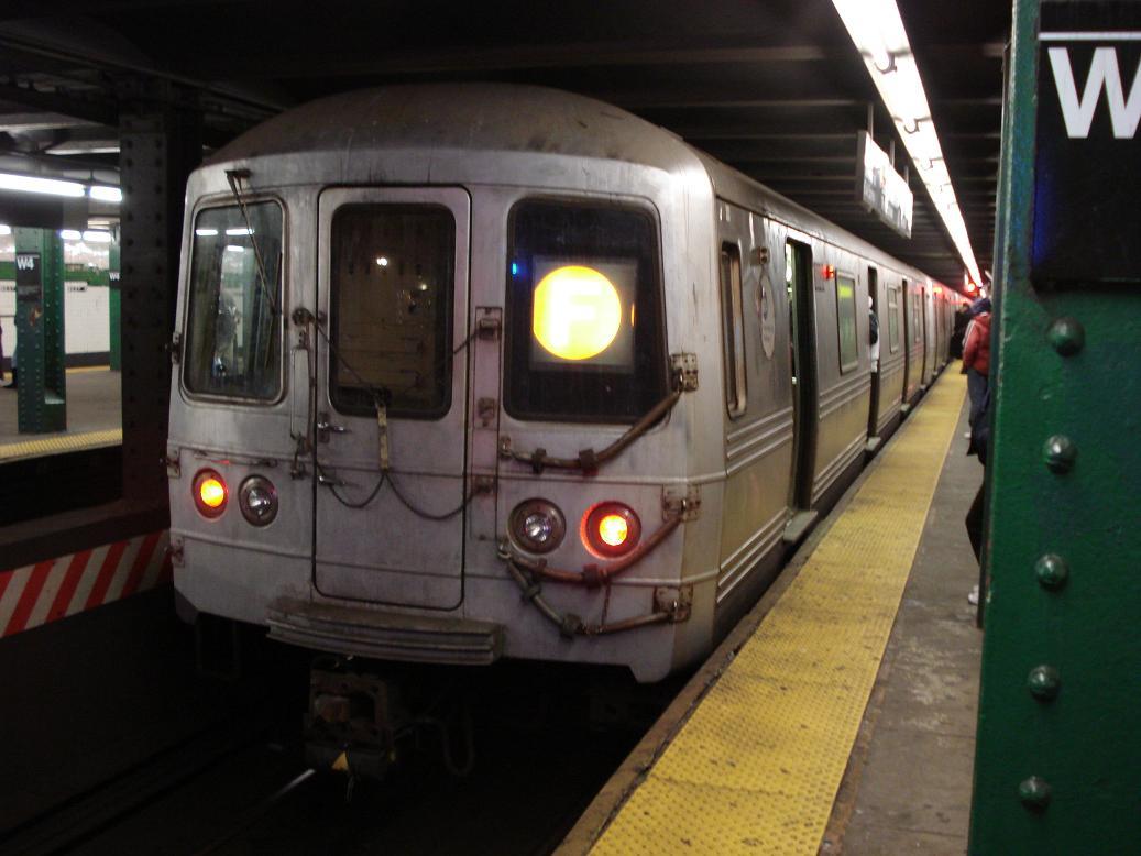 (102k, 1037x778)<br><b>Country:</b> United States<br><b>City:</b> New York<br><b>System:</b> New York City Transit<br><b>Line:</b> IND 6th Avenue Line<br><b>Location:</b> West 4th Street/Washington Square <br><b>Route:</b> F<br><b>Car:</b> R-46 (Pullman-Standard, 1974-75) 5808 <br><b>Photo by:</b> Michael Hodurski<br><b>Date:</b> 2/17/2007<br><b>Viewed (this week/total):</b> 1 / 1993