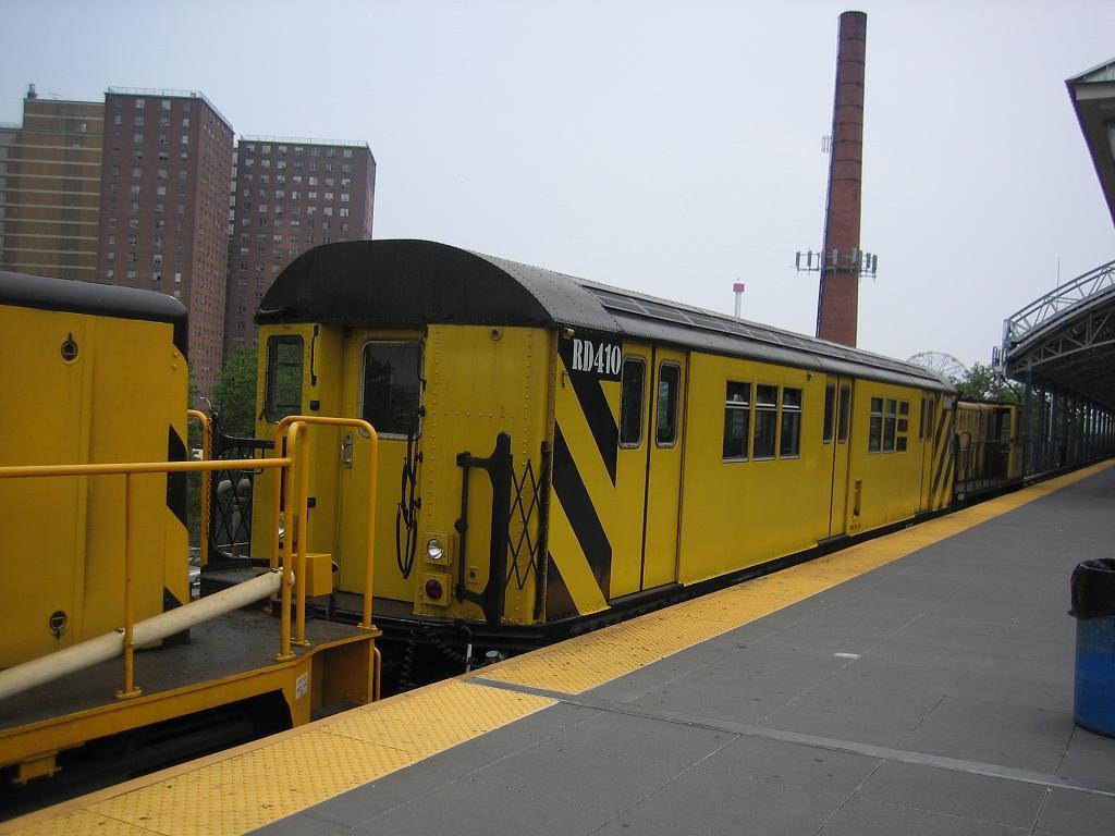 (94k, 1024x768)<br><b>Country:</b> United States<br><b>City:</b> New York<br><b>System:</b> New York City Transit<br><b>Location:</b> Coney Island/Stillwell Avenue<br><b>Route:</b> Work Service<br><b>Car:</b> R-161 Rider Car (ex-R-33)  RD410 (ex-8954)<br><b>Photo by:</b> Michael Hodurski<br><b>Date:</b> 7/12/2006<br><b>Viewed (this week/total):</b> 1 / 1612