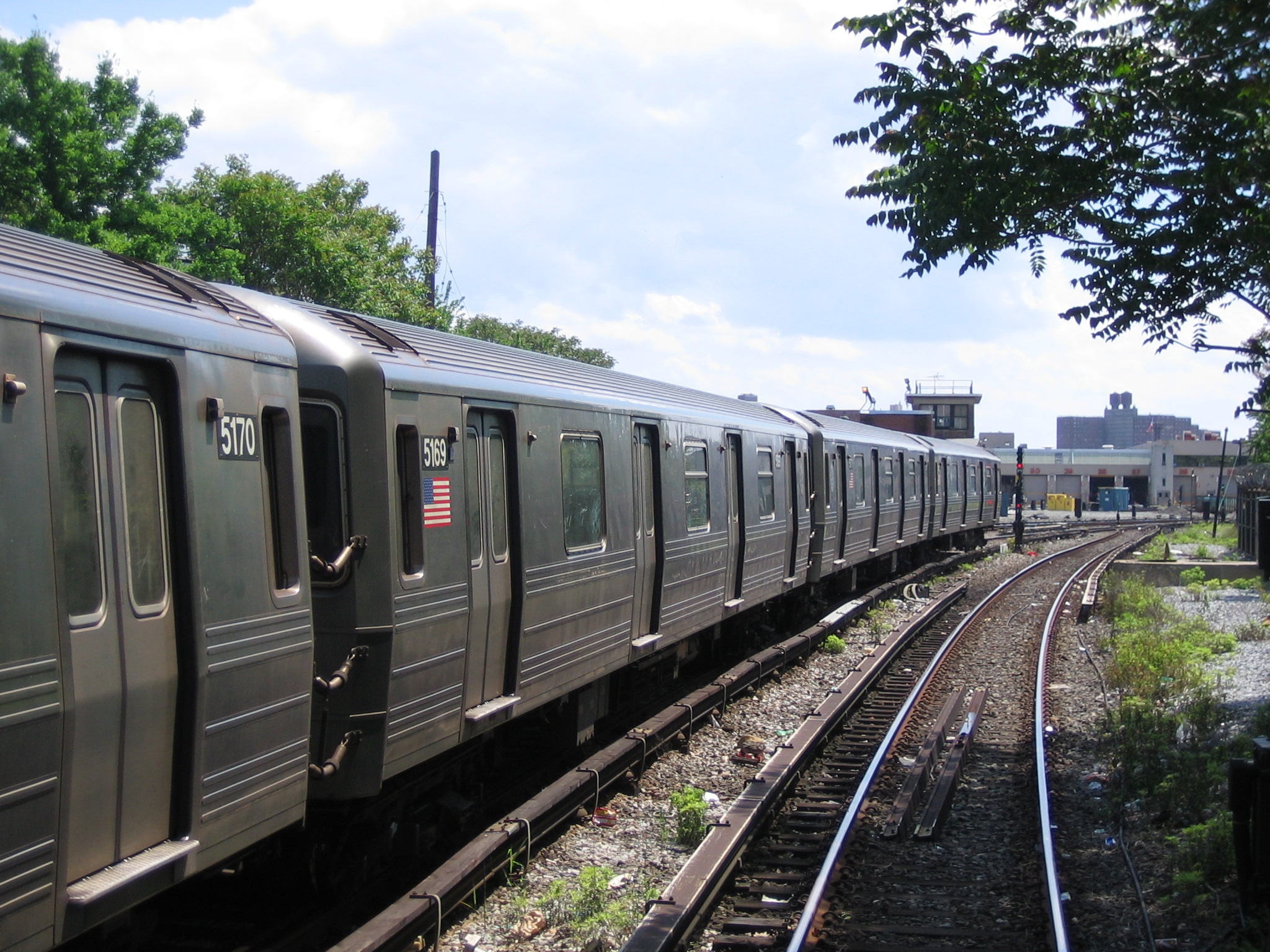 (1000k, 2048x1536)<br><b>Country:</b> United States<br><b>City:</b> New York<br><b>System:</b> New York City Transit<br><b>Line:</b> BMT Sea Beach Line<br><b>Location:</b> 86th Street <br><b>Route:</b> N<br><b>Car:</b> R-68A (Kawasaki, 1988-1989)  5169 <br><b>Photo by:</b> Michael Hodurski<br><b>Date:</b> 5/20/2006<br><b>Viewed (this week/total):</b> 1 / 2327