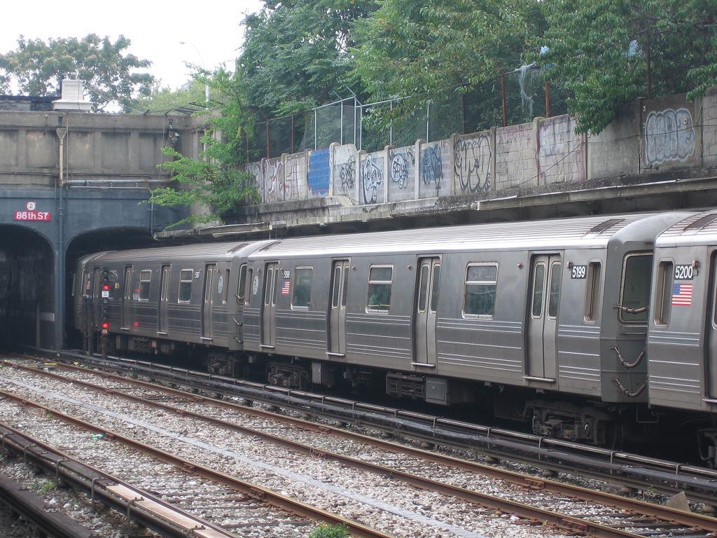 (186k, 1024x768)<br><b>Country:</b> United States<br><b>City:</b> New York<br><b>System:</b> New York City Transit<br><b>Line:</b> BMT Sea Beach Line<br><b>Location:</b> 86th Street <br><b>Route:</b> N<br><b>Car:</b> R-68A (Kawasaki, 1988-1989)  5199 <br><b>Photo by:</b> Michael Hodurski<br><b>Date:</b> 9/23/2006<br><b>Viewed (this week/total):</b> 4 / 2649