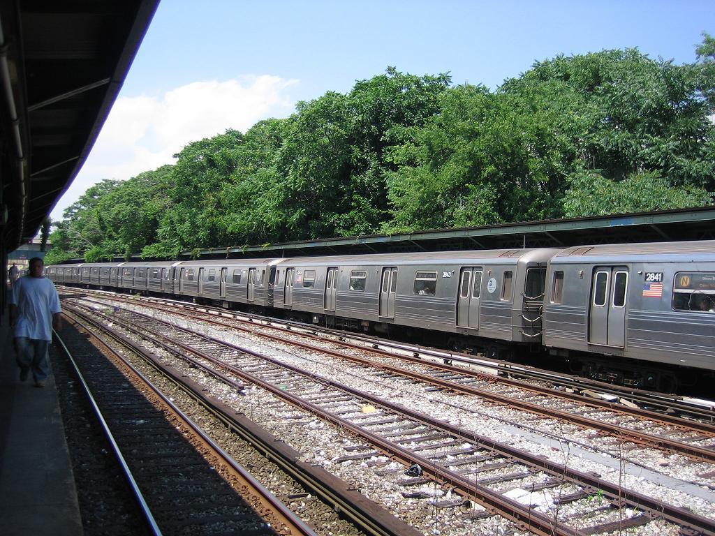 (220k, 1024x768)<br><b>Country:</b> United States<br><b>City:</b> New York<br><b>System:</b> New York City Transit<br><b>Line:</b> BMT Sea Beach Line<br><b>Location:</b> 8th Avenue <br><b>Route:</b> N<br><b>Car:</b> R-68 (Westinghouse-Amrail, 1986-1988)  2841 <br><b>Photo by:</b> Michael Hodurski<br><b>Date:</b> 6/21/2006<br><b>Viewed (this week/total):</b> 11 / 1832